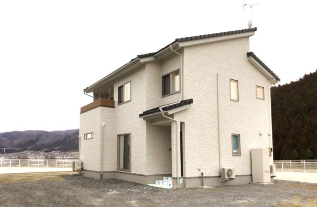 こだわりの建材と<br /> 海の見える大きな窓のある家